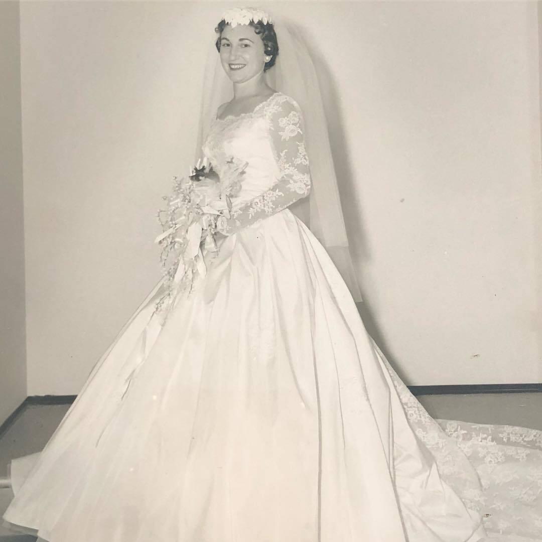 Нежная невеста 50 лет назад.