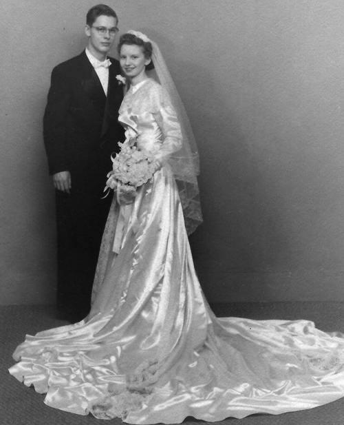 Свадебное фото сделано 65 лет назад.