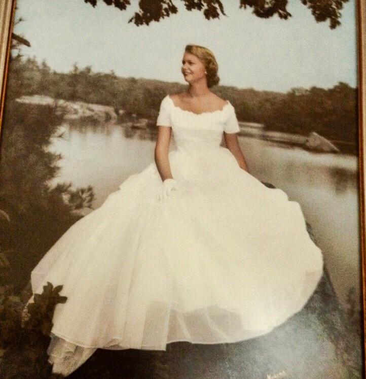 Нежное платье невесты в 1950 году.