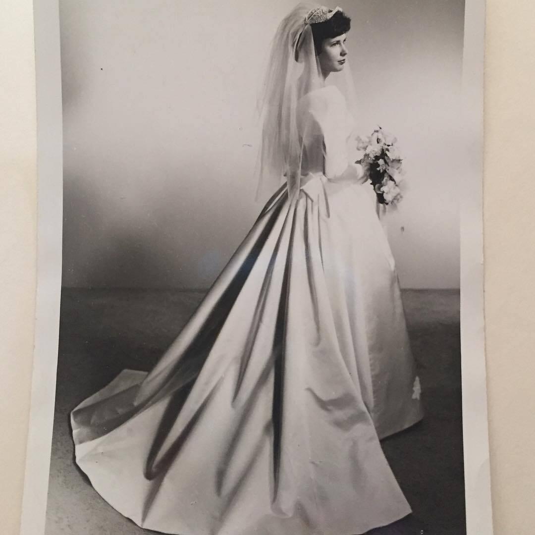 Потрясающе красивое платье невесты.