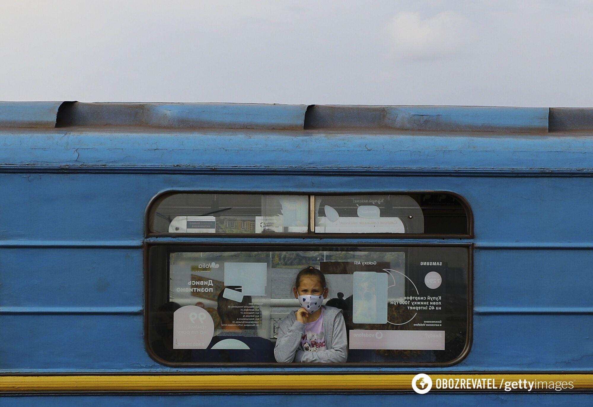 Перепустки в громадський транспорт видавати більше не будуть.