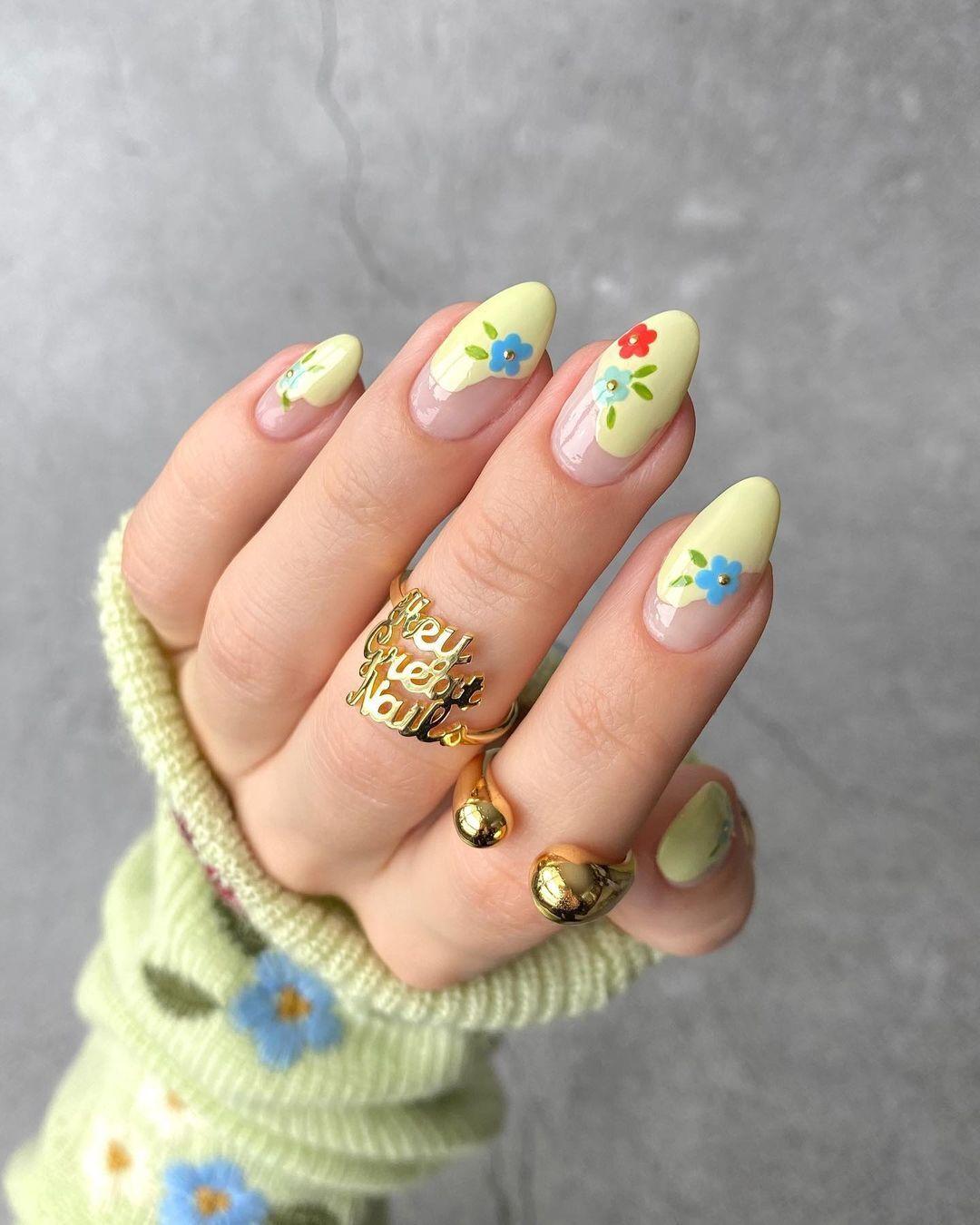 Модный цветочный маникюр