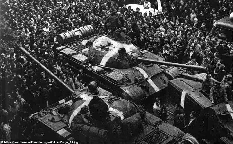 Подібне маркування було нанесено на танки радянської армії під час вторгнення в Чехословаччину в 1968 році
