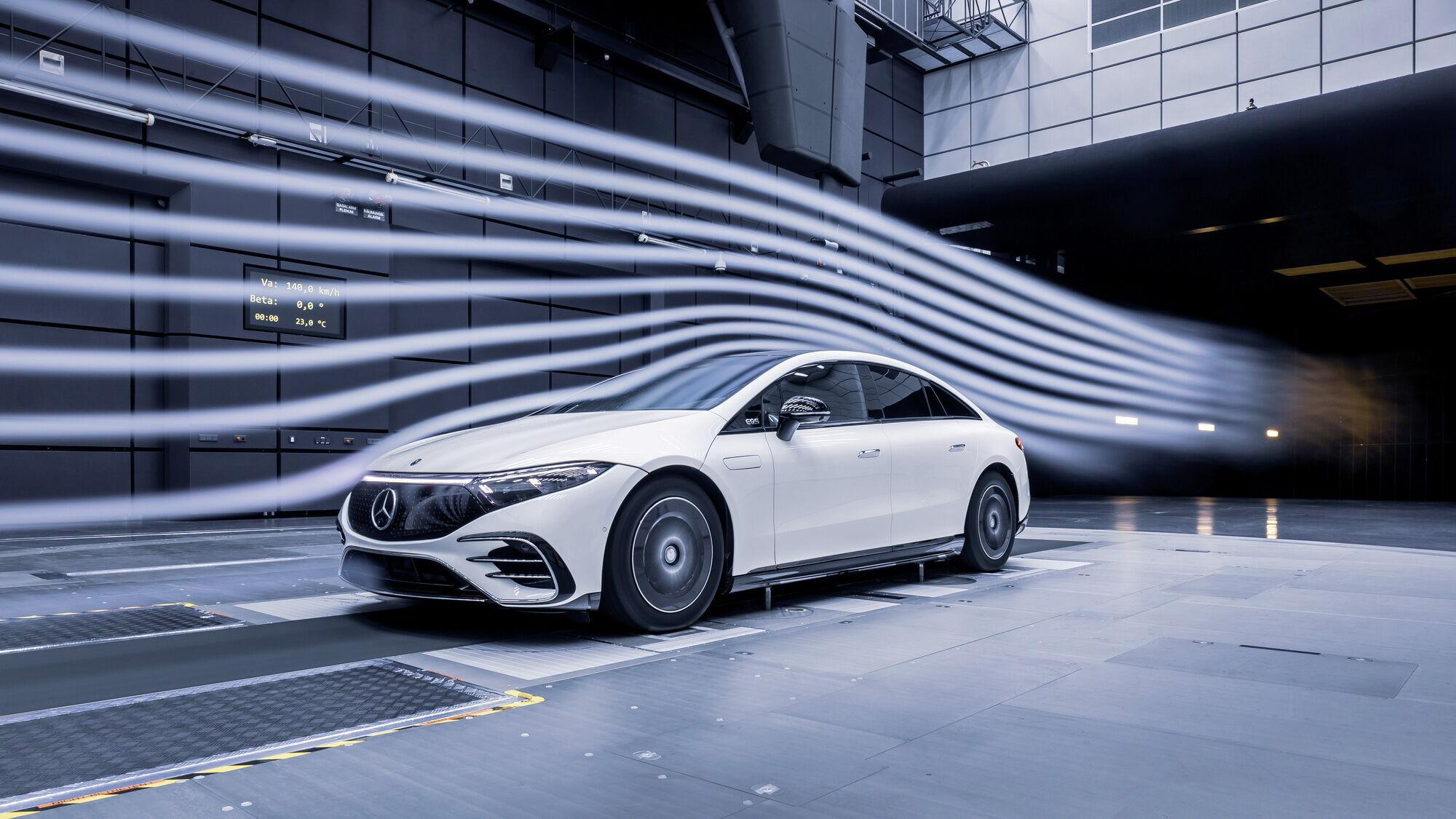 Обтічний кузов має рекордно низький серед серійних автомобілів показник опору повітрю cd – 0.20