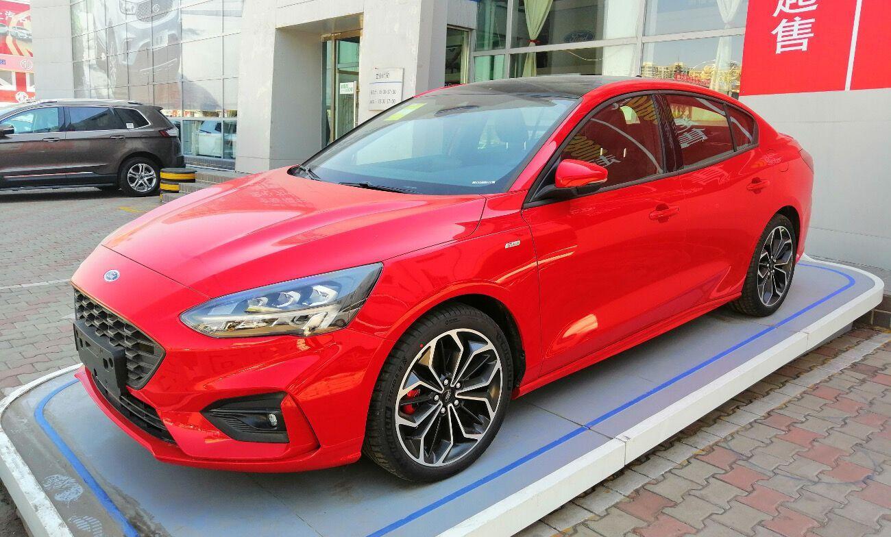 Ford Focus – лидер среди красных применяемых авто в Украине