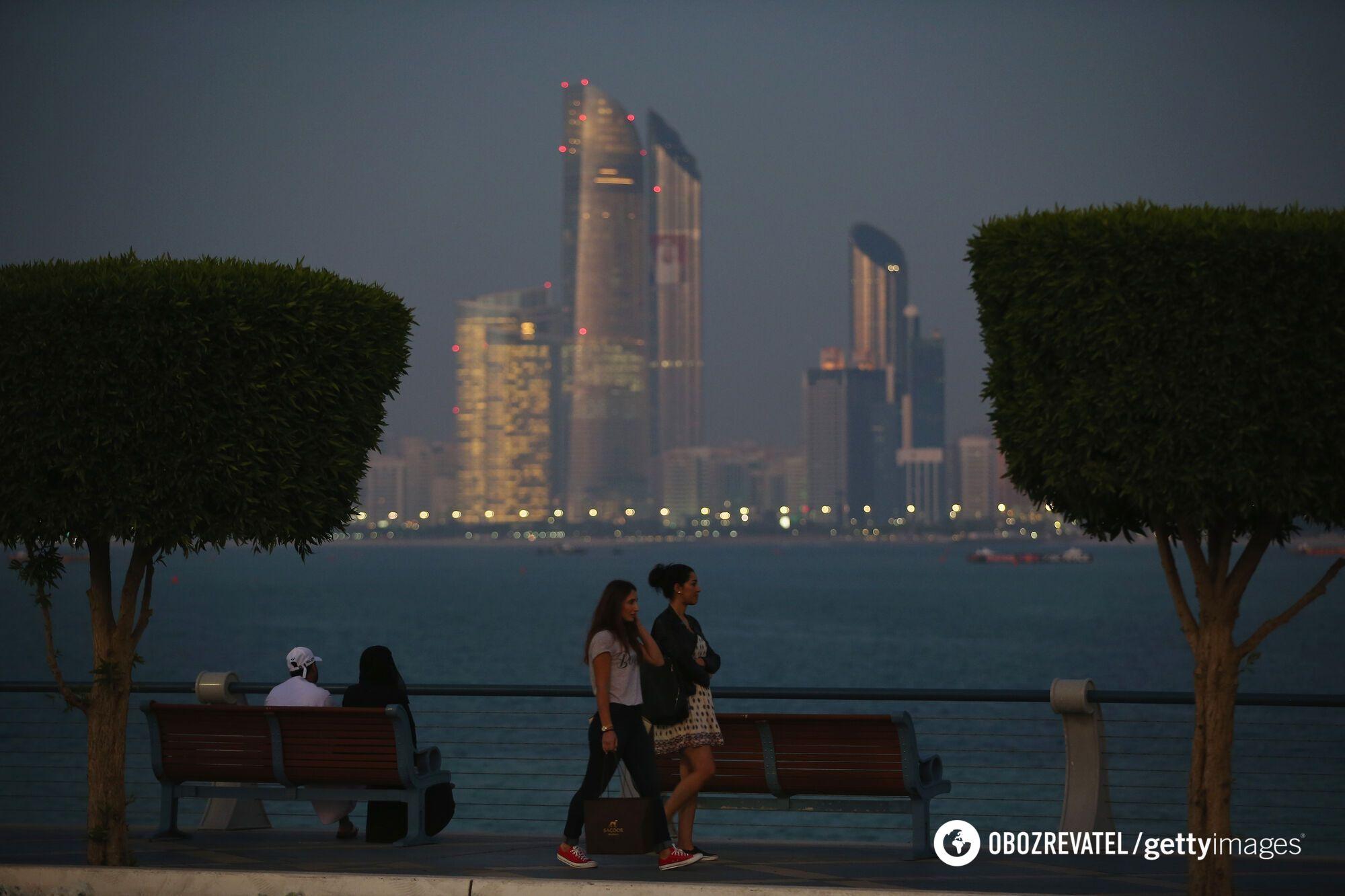 Туристи відпочивають у Дубаї