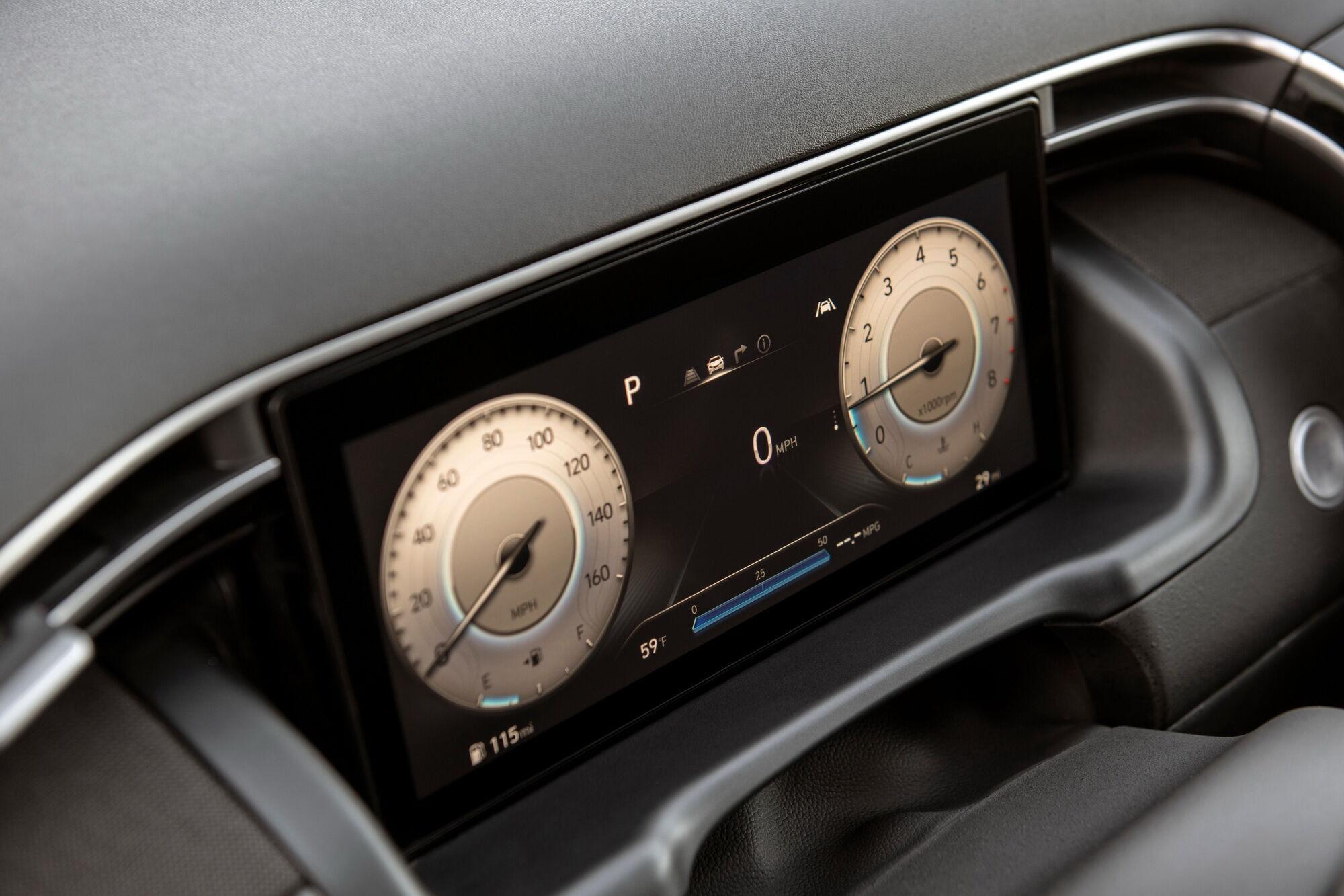 Перед водієм – 10-дюймовий цифровий екран