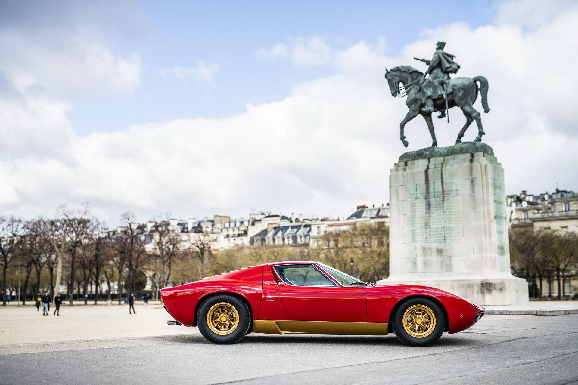 Через 50 років автомобіль виглядає стильно та сучасно