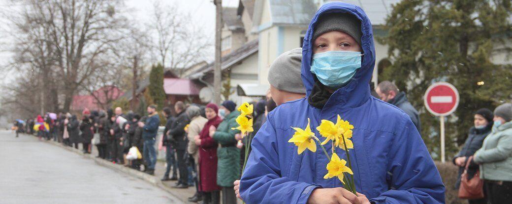На Буковині віддали останню шану загиблому Ярославу Карлійчуку