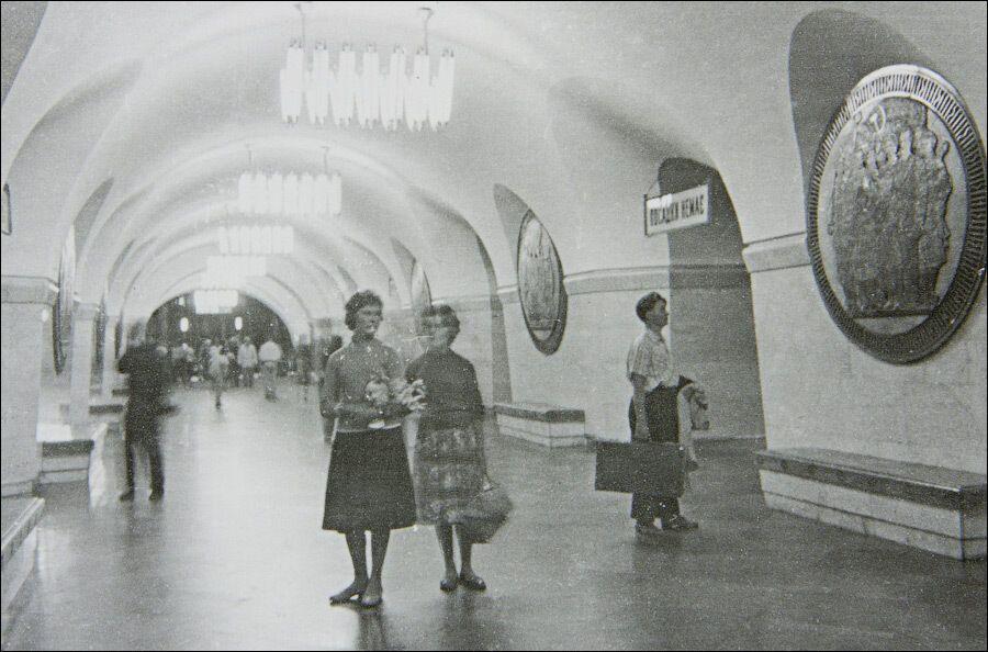 Центральный зал станции в первые годы работы.