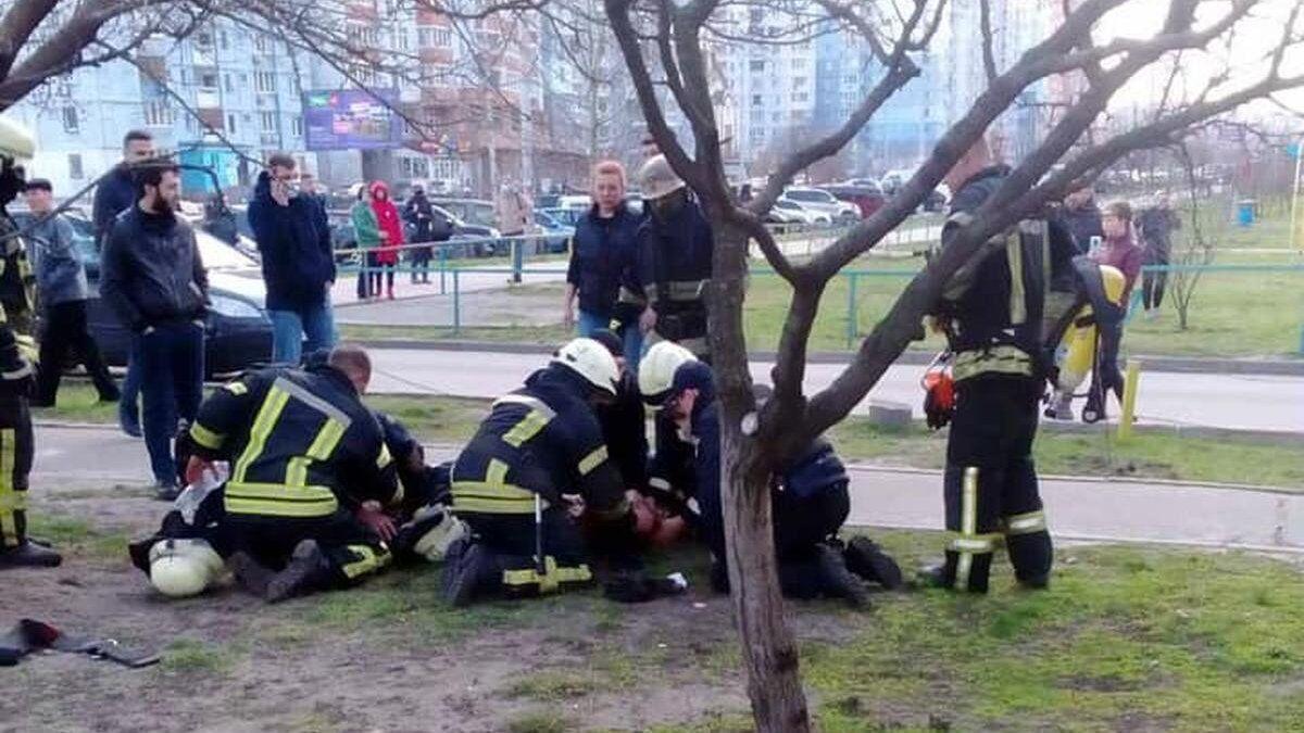 Спасатели и полицейский до приезда скорой реанимировали детей