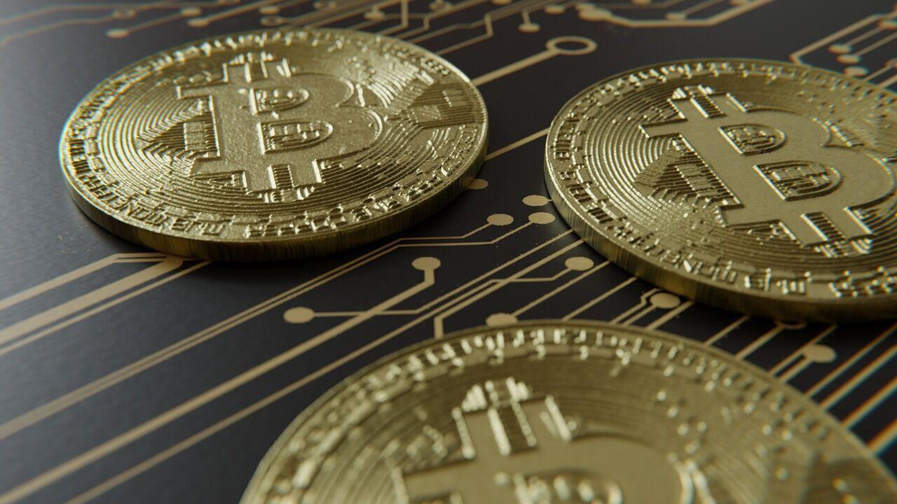Банки закроют отделения, биткоин упадет, а золоту уже есть замена. Интервью с создателем Bitcoin Ultimatum
