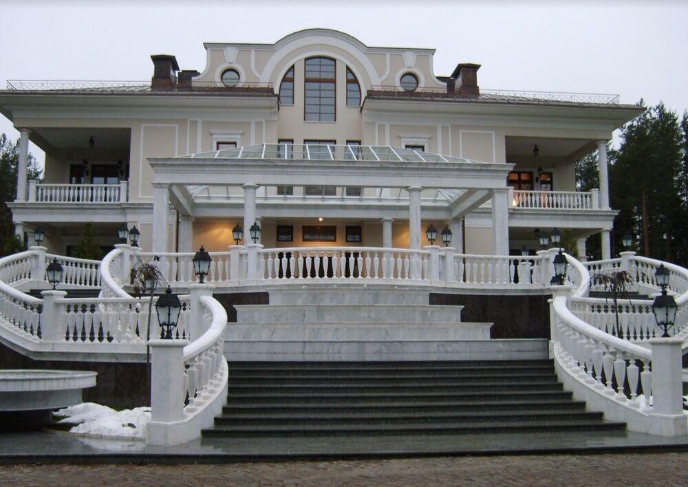 Главный дом резиденции Путина
