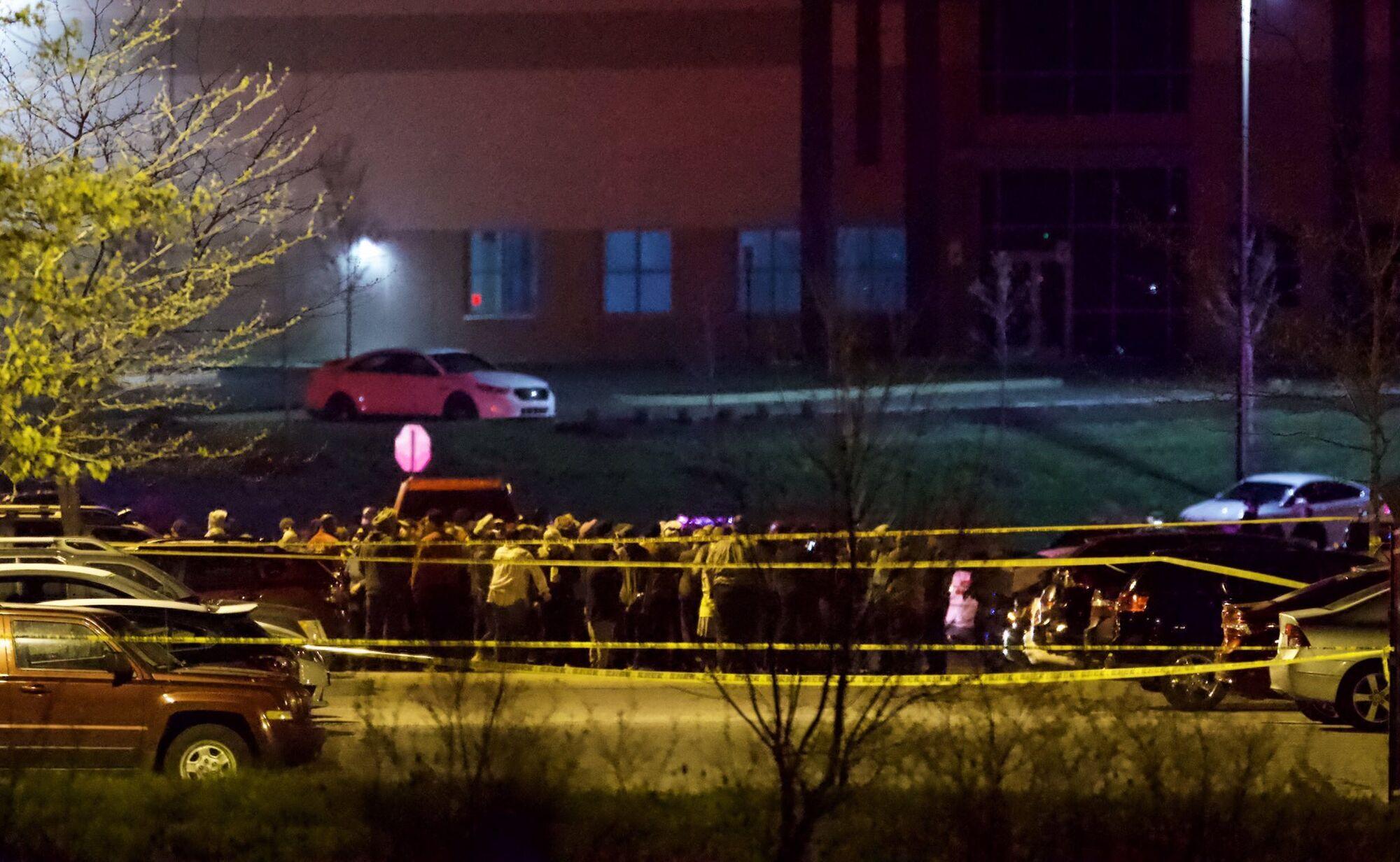 У США біля аеропорту відбулася стрілянина, багато загиблих. Відео