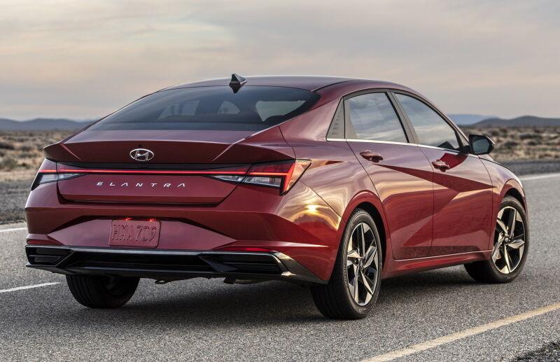 Hyundai Elantra выглядит очень эффектно