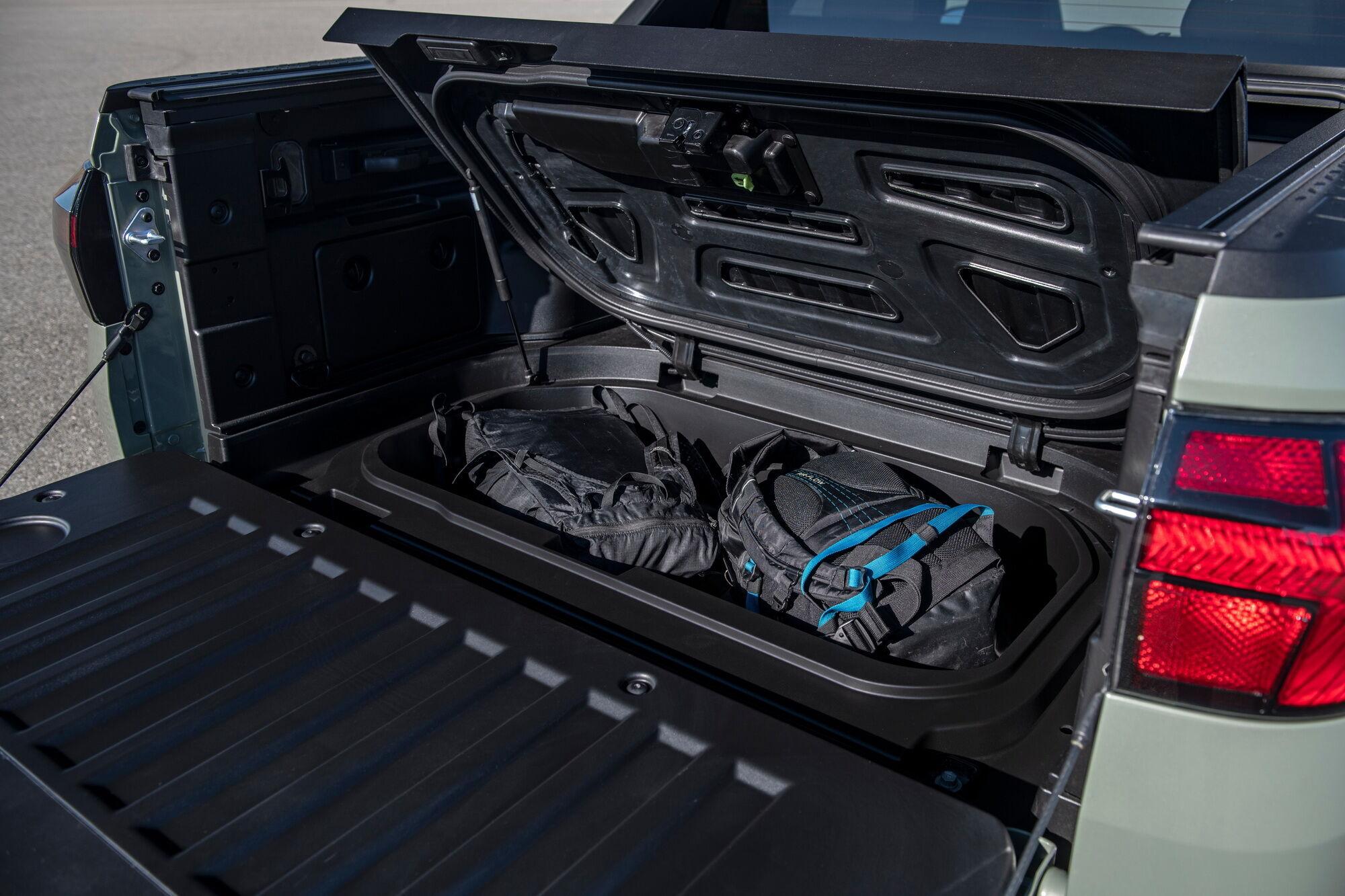 Ще одне відділення для багажу з герметичною кришкою знаходиться у задньому звисі