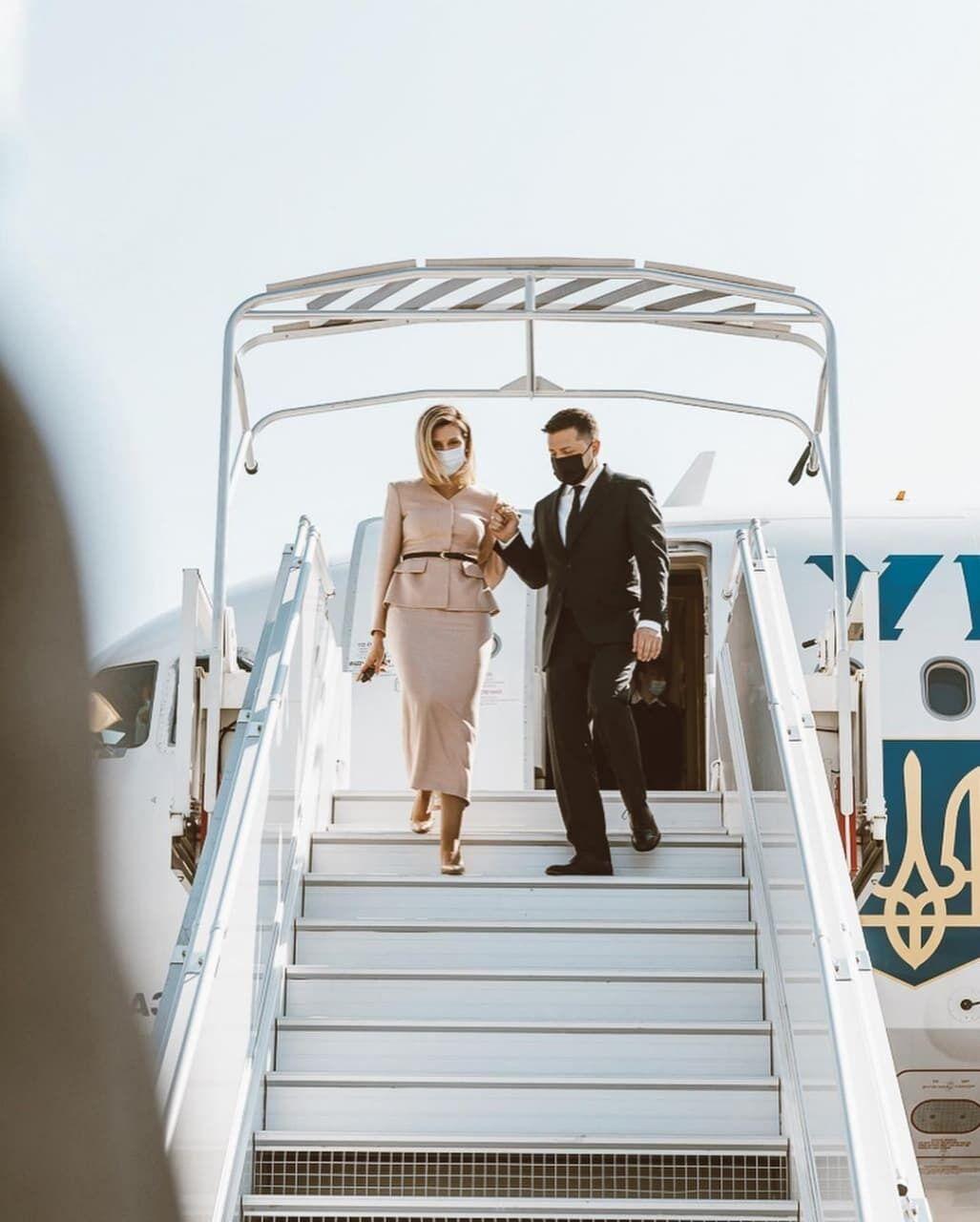 Зеленская с мужем прилетела во Францию.
