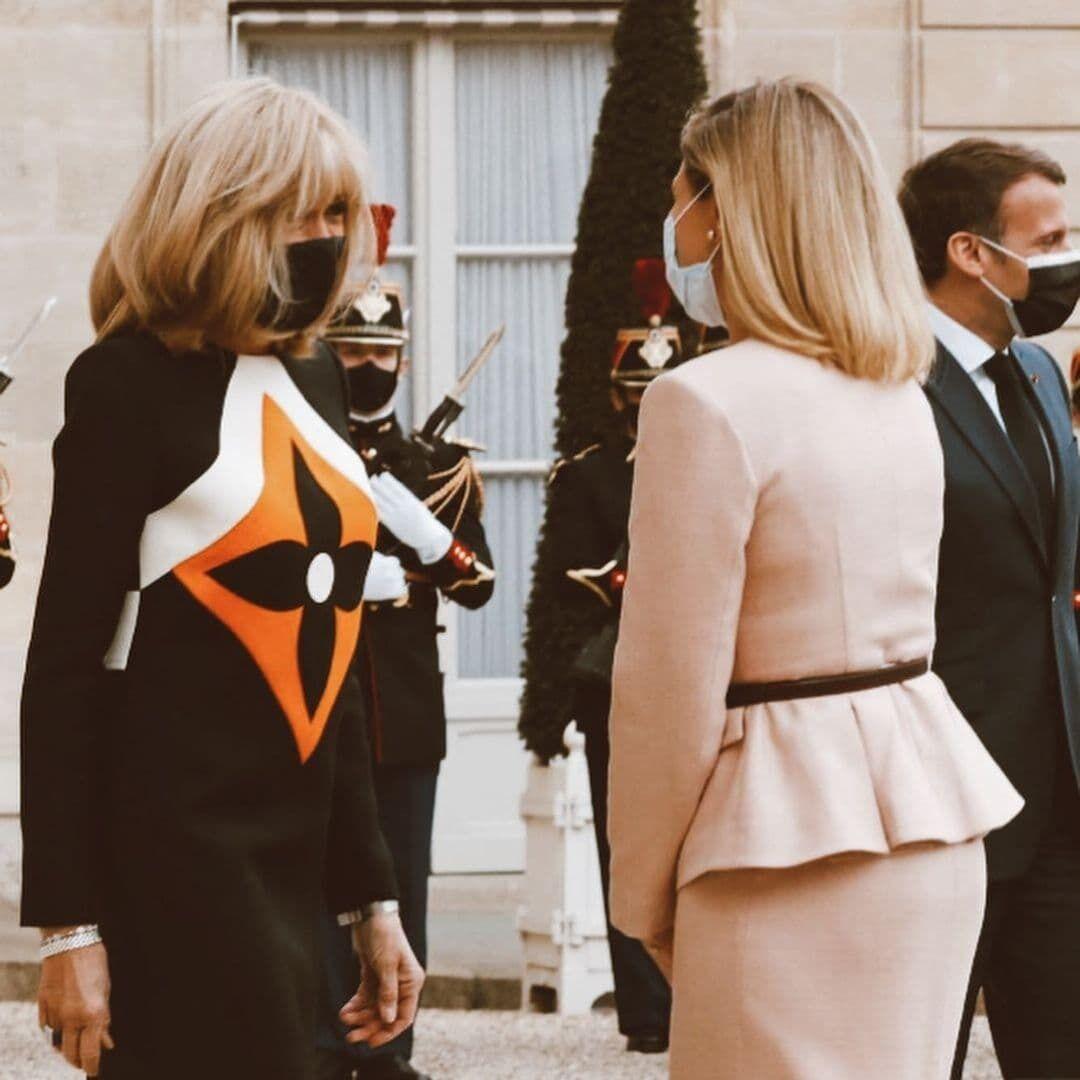 Зеленская и Макрон позировали в дизайнерских нарядах.