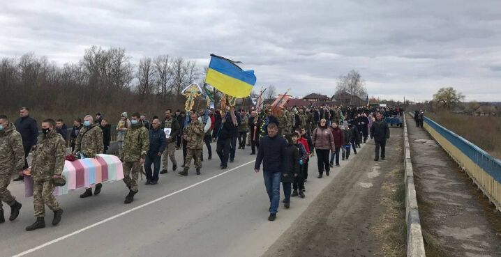 На похорон Карлійчука прийшли сотні жителів села