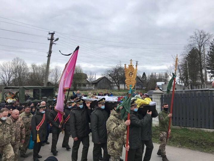 Ярослава Карлійчука похоронили у рідних Черепківцях