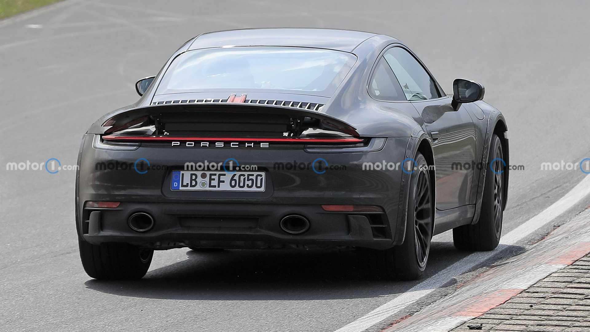 Задня частина високого Porsche 911
