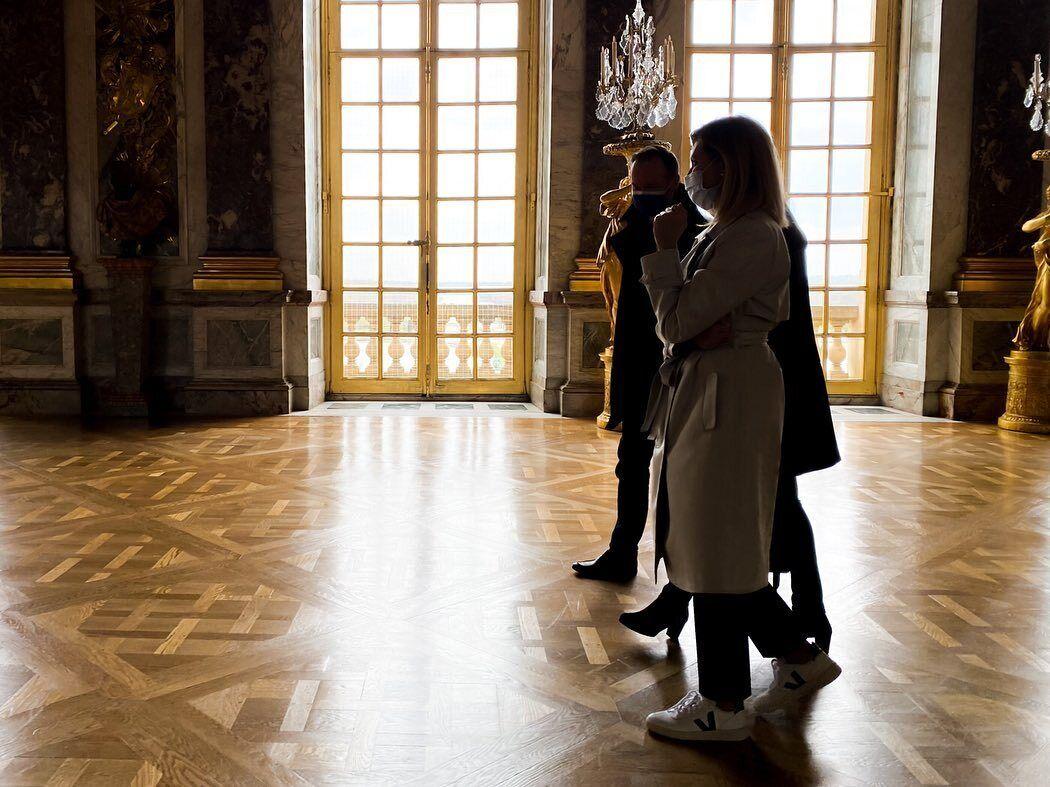 Олена Зеленська в стильному тренчі відвідала Версальський палац
