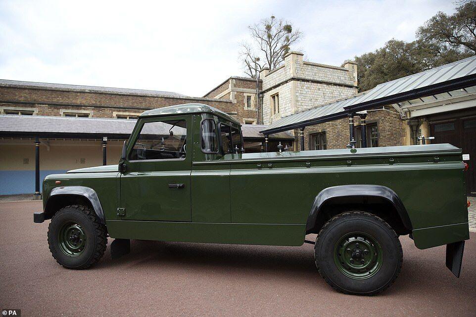 Jaguar Land Rover, на якому повезуть труну герцога.
