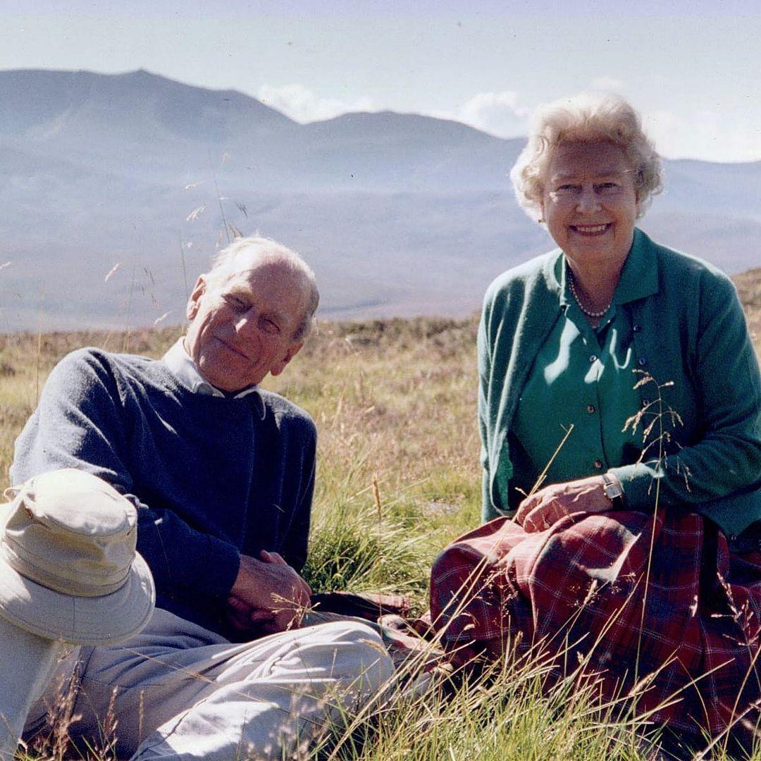 Принц Филипп и Елизавета II в Шотландии в 2003 году.