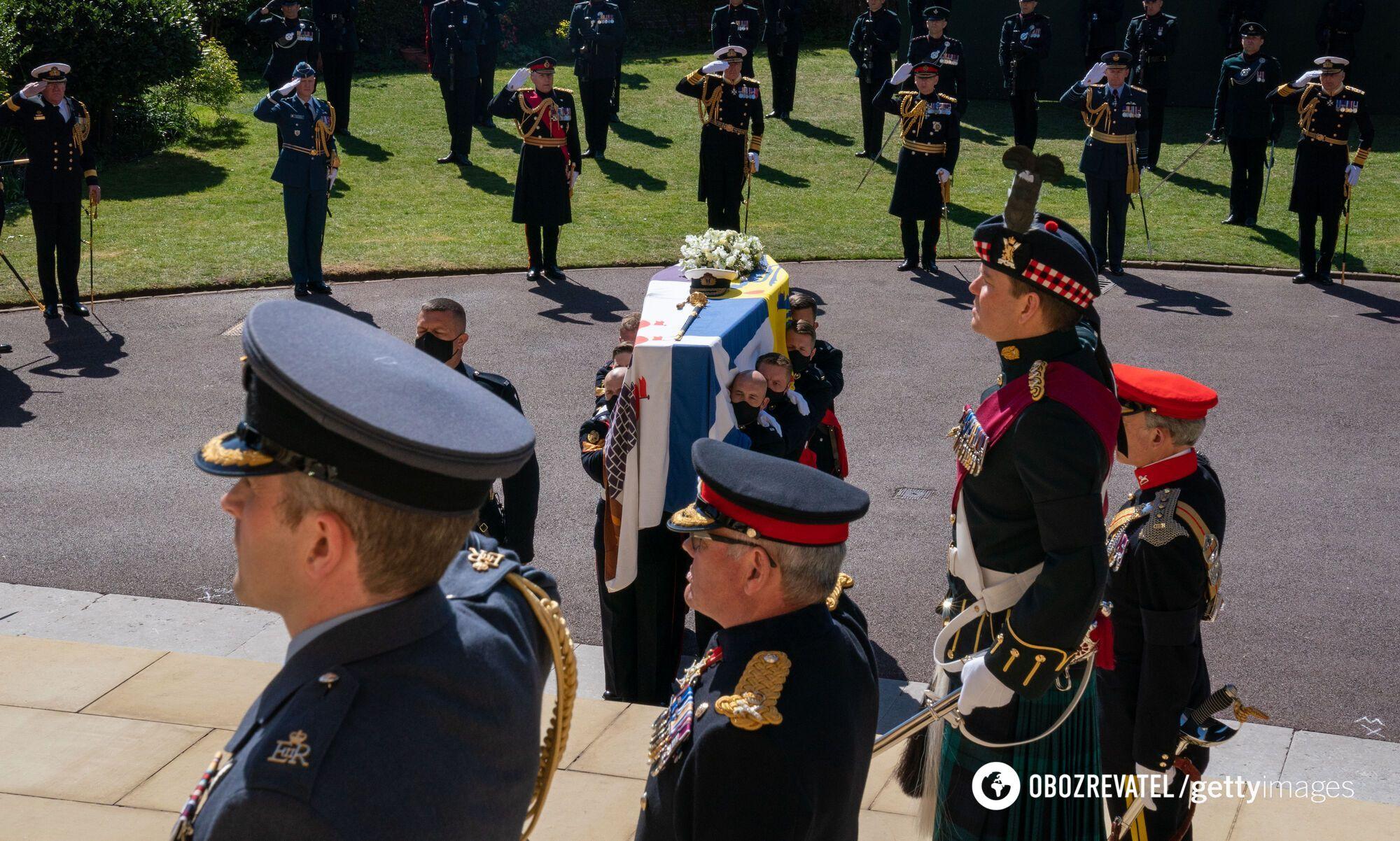 Гроб с телом принца Филиппа