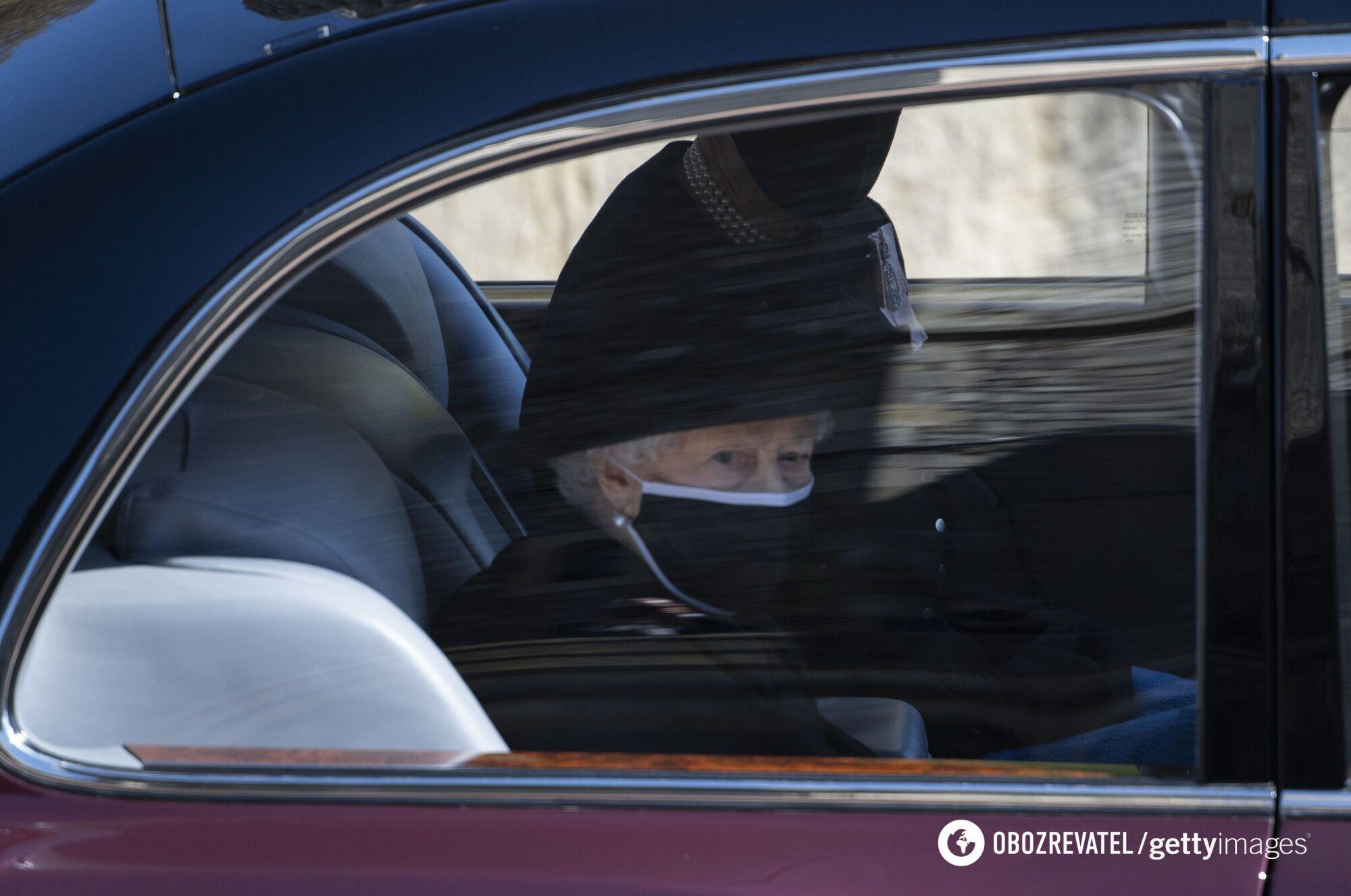 Королева Елизавета II на похоронах мужа