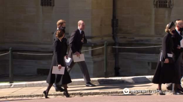 Принцы Гарри и Уильям вместе покинули часовню после похорон своего дедушки