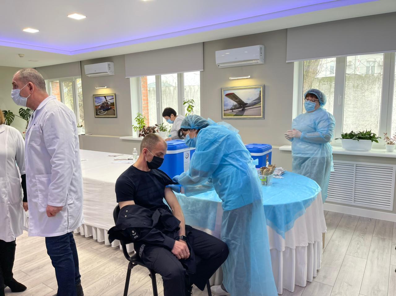 В Україні почали вакцинувати співробітників МВС.