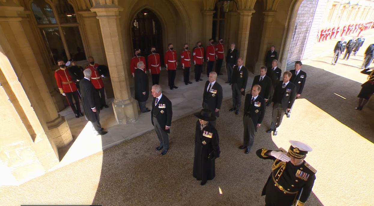 У жалобній церемонії взяли участь сотні військових і члени королівської сім'ї