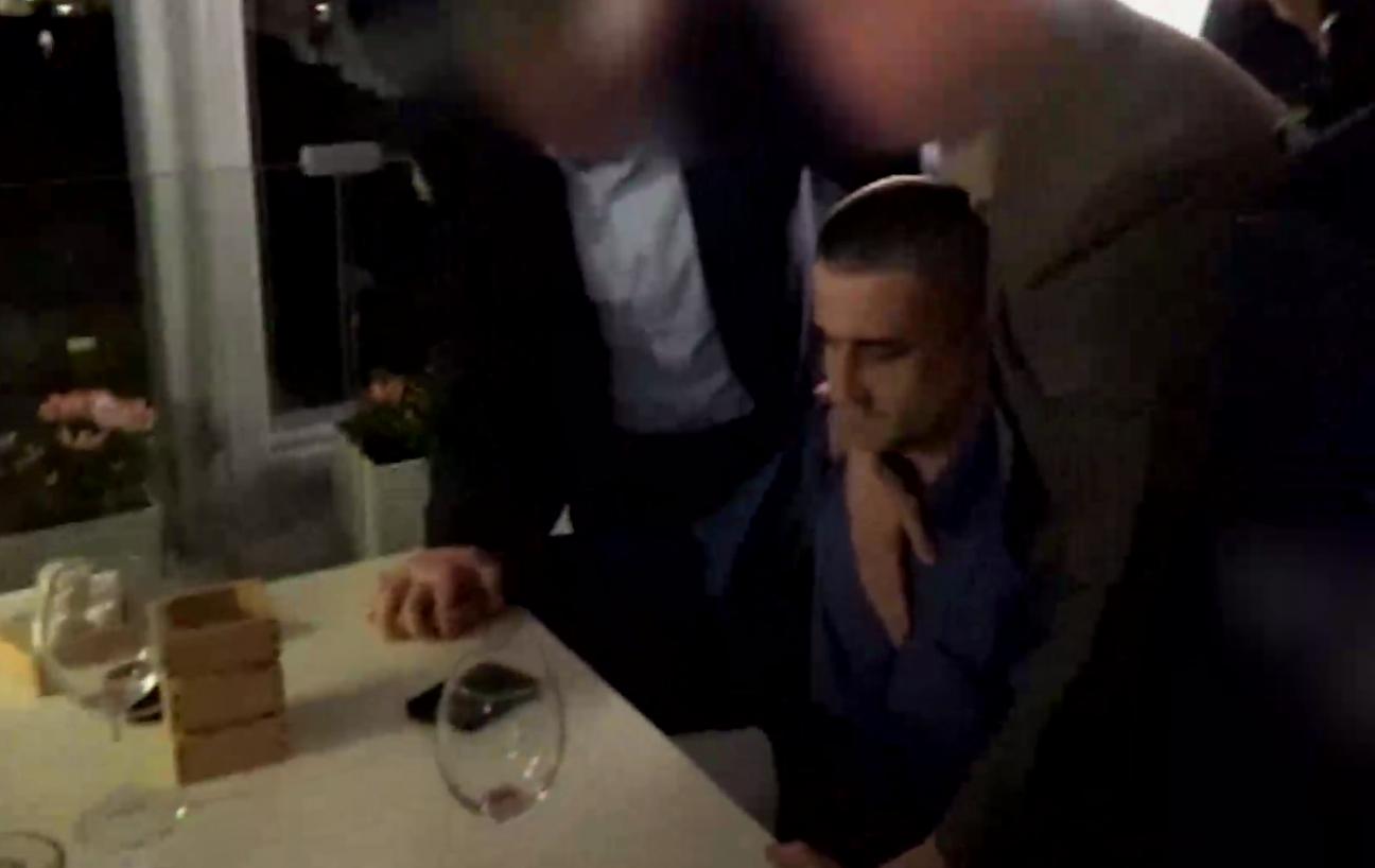 Задержание консула в ресторане.