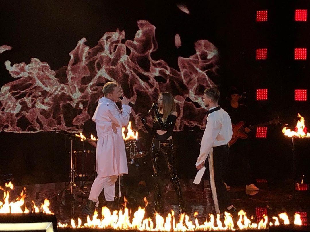 """Дорофеева показала оригинальное исполнение популярной песни """"Горит"""""""
