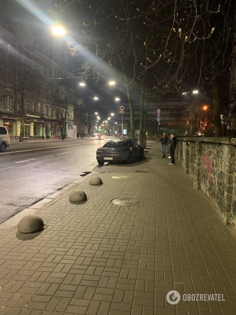 ДТП в Киеве с элитным автомобилем