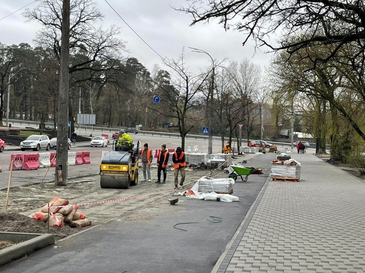 Комунальники замінять покриття тротуарів.