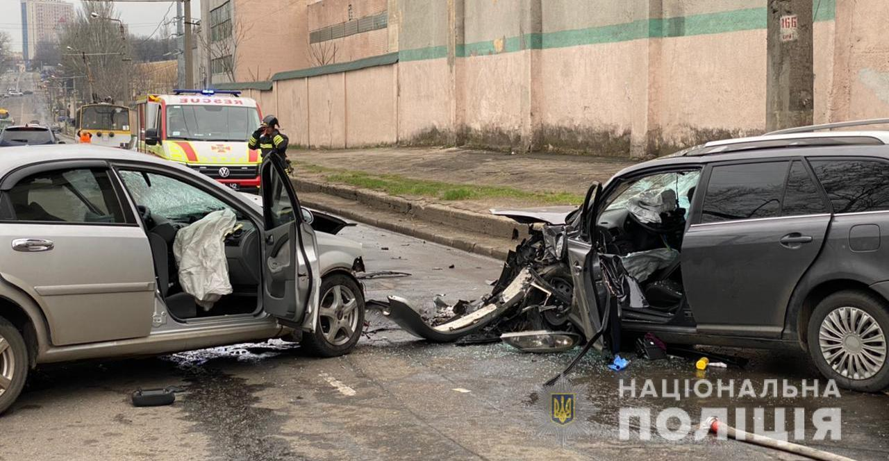 Toyota и Chevrolet Lacetti столкнулись лоб в лоб
