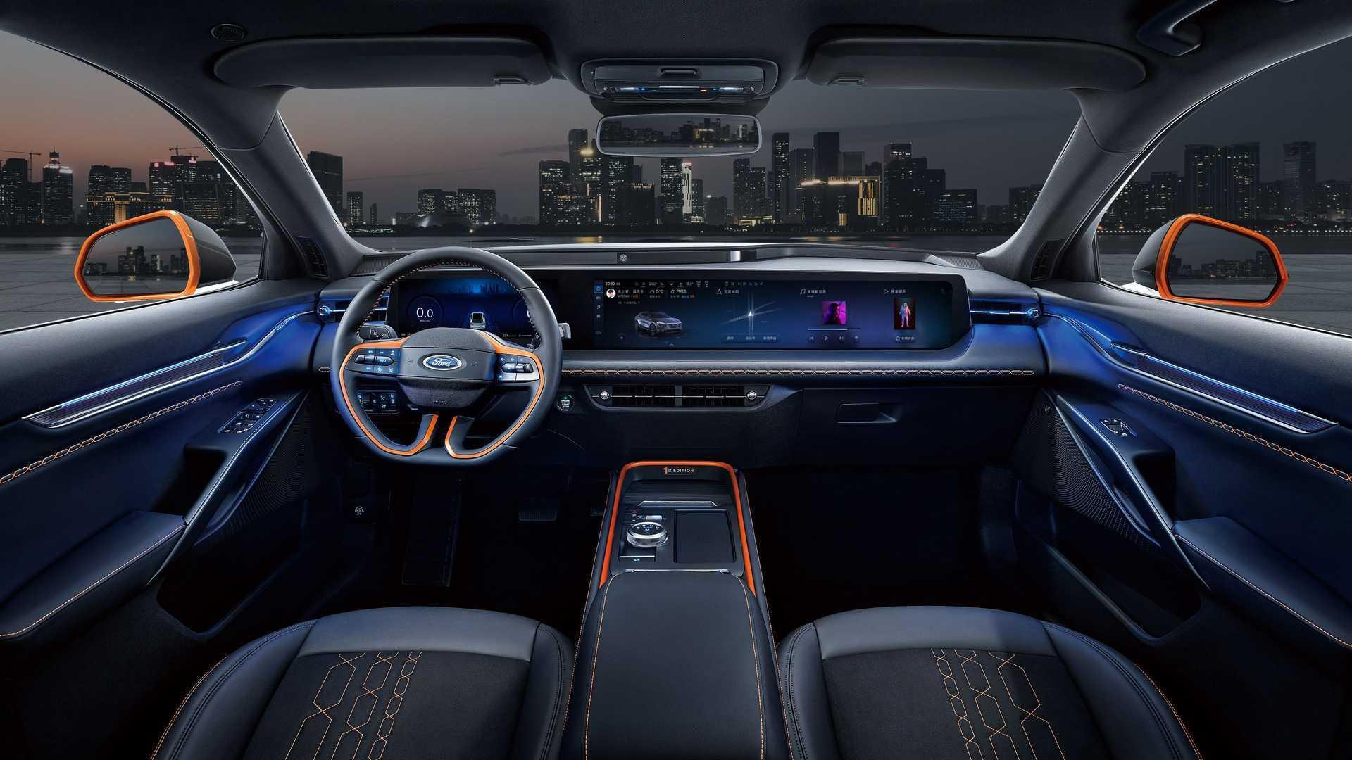 1,1-метровий екран всередині автомобіля