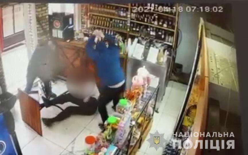 Зловмисники спершу побили чоловіка битами