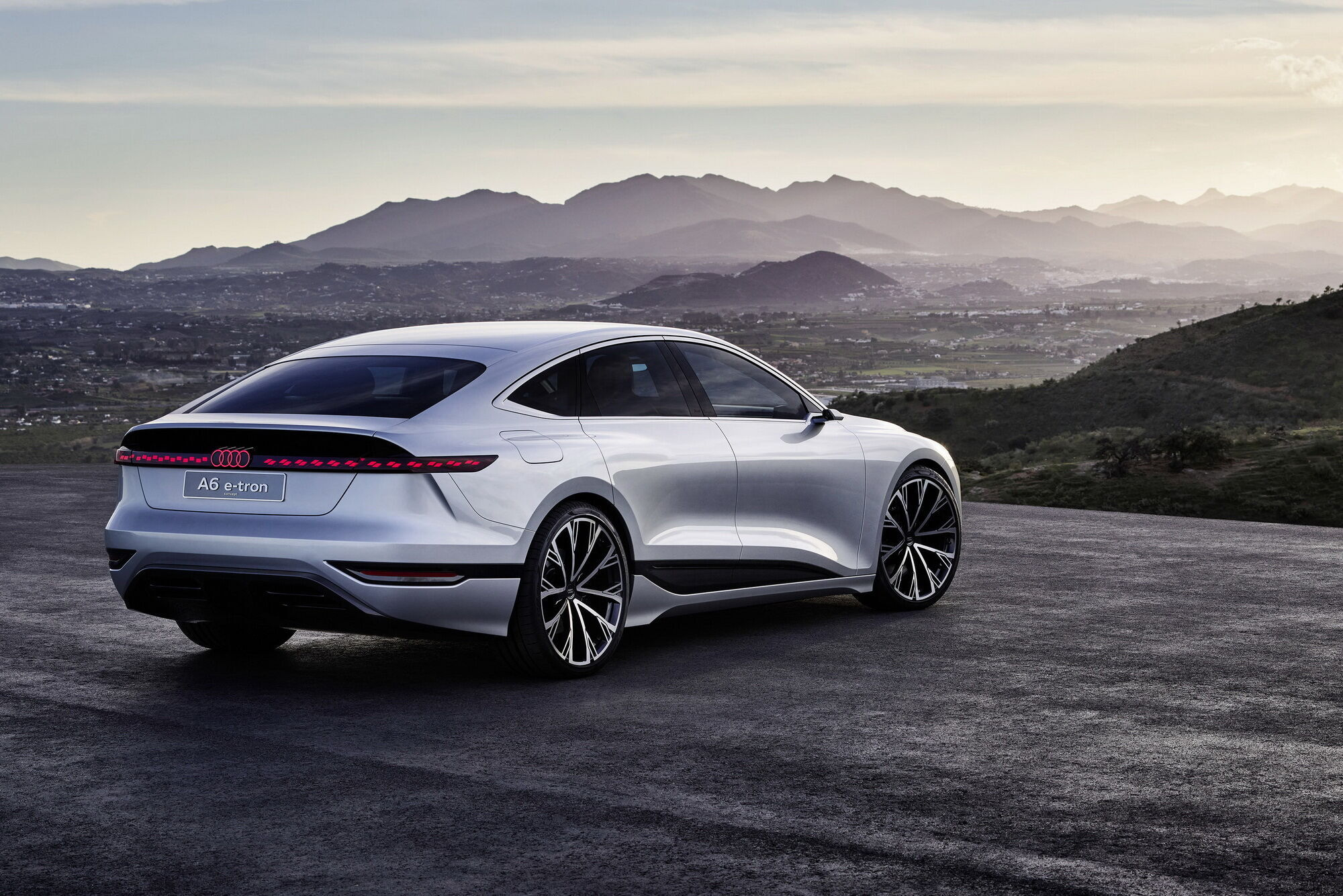 Серийный Audi A6 e-tron обещают представить в 2022 году