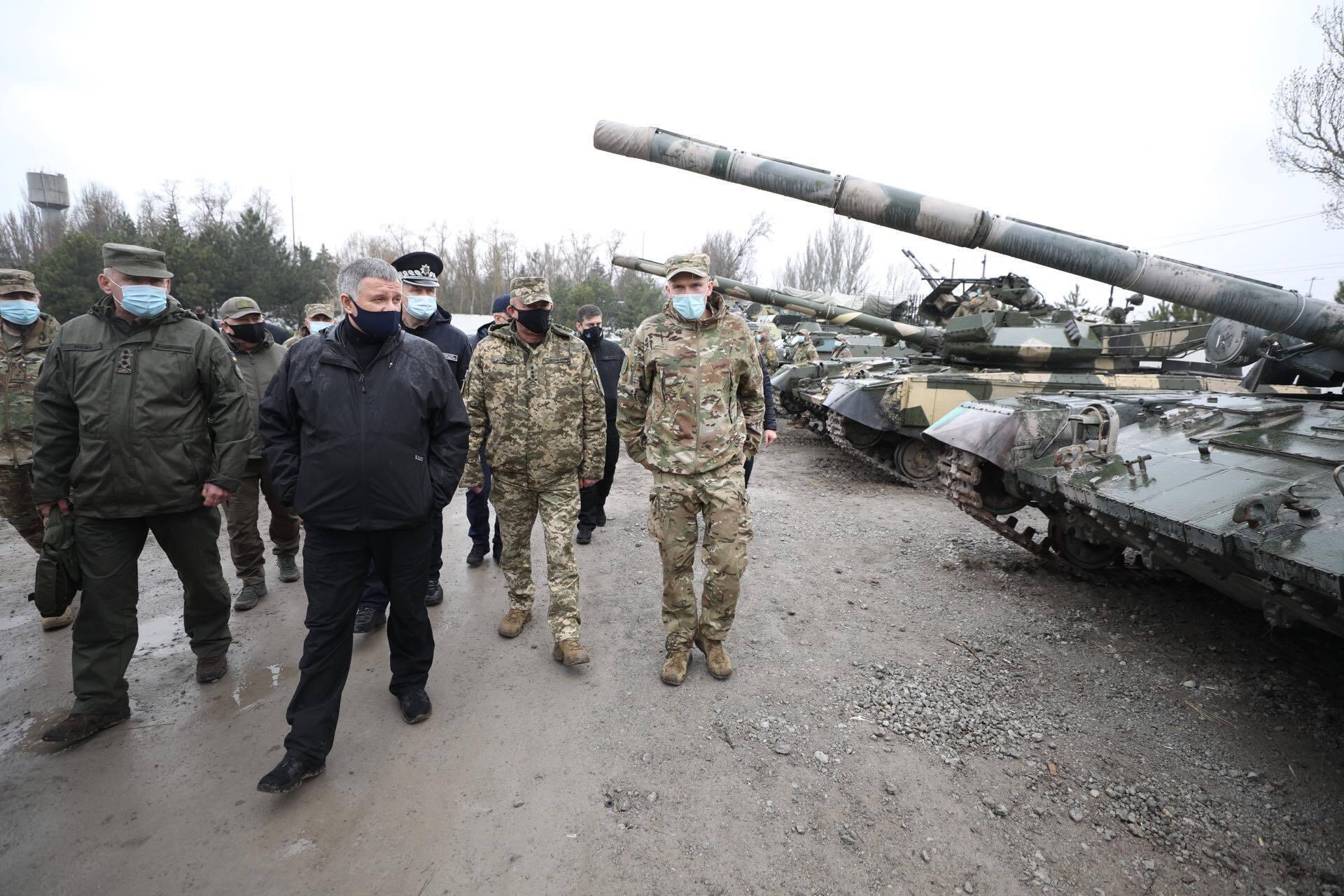 Аваков проинспектировал позиции подразделений системы МВД на Донбассе