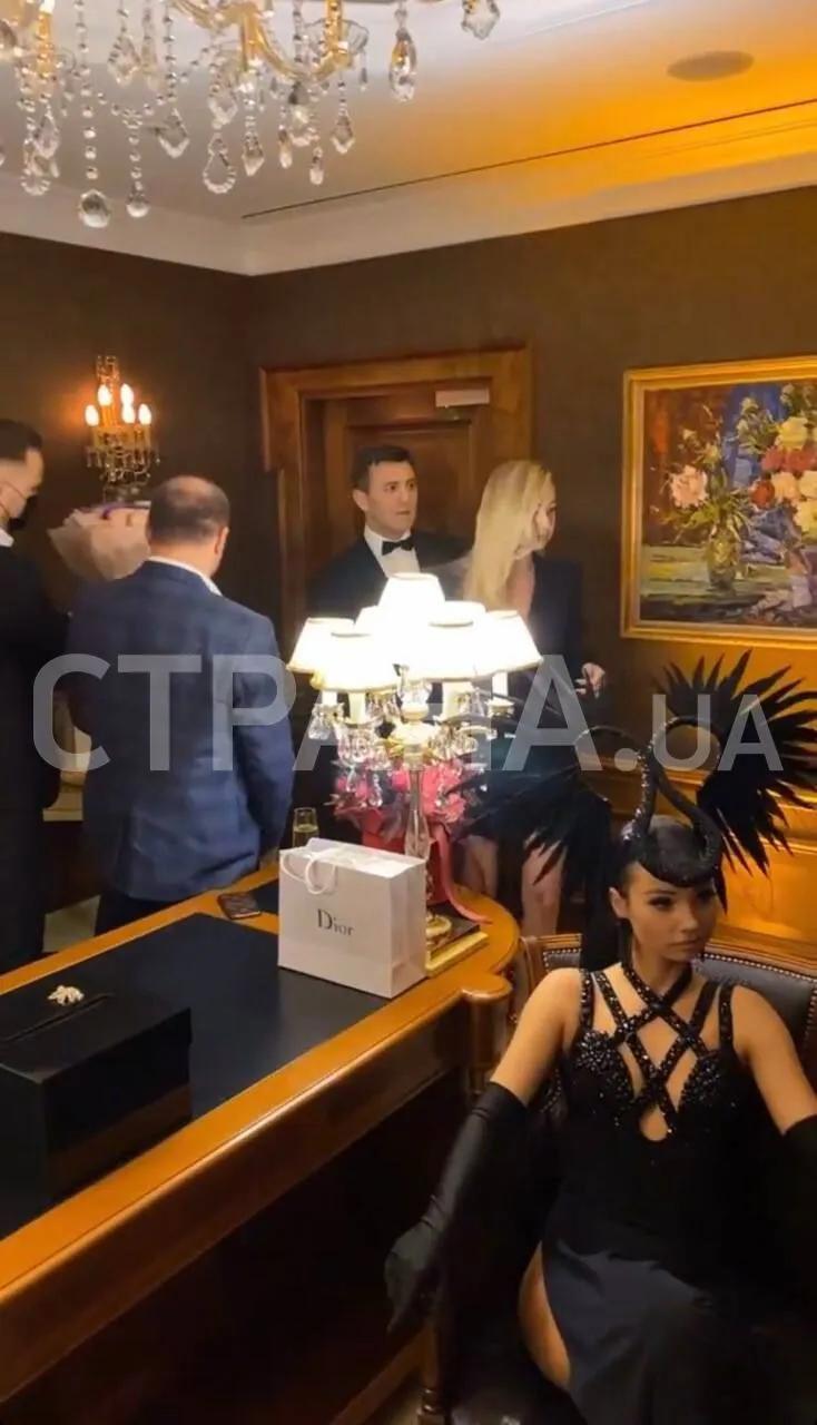 У 2021 році Тищенко влаштував масштабне святкування дня народження дружини
