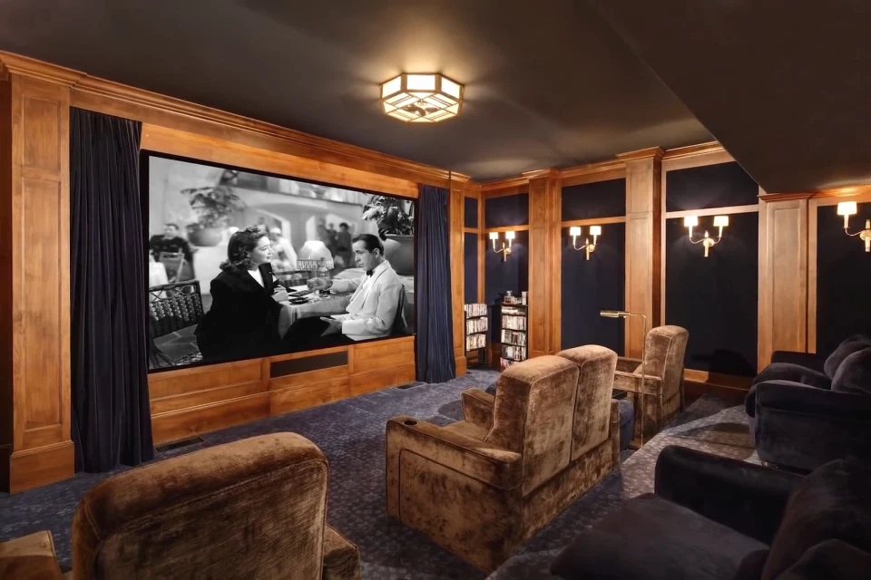 У маєтку є домашній кінотеатр