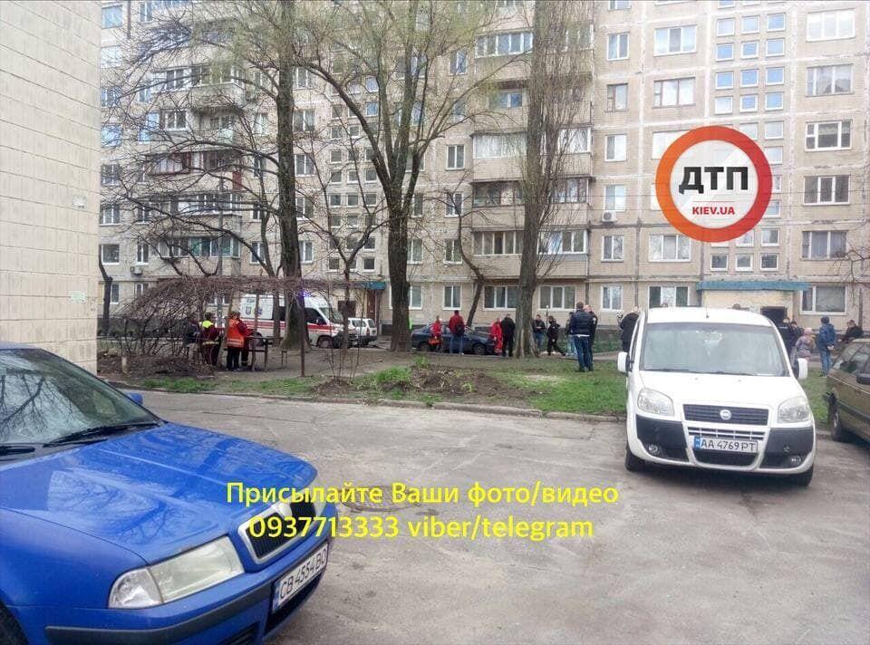 У Дніпровському районі Києва знайшли тіло чоловіка.