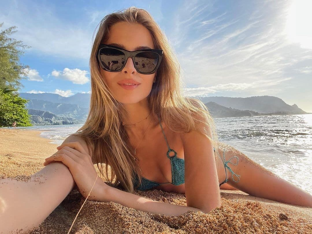Софія Євдокименко показала фото в купальнику.