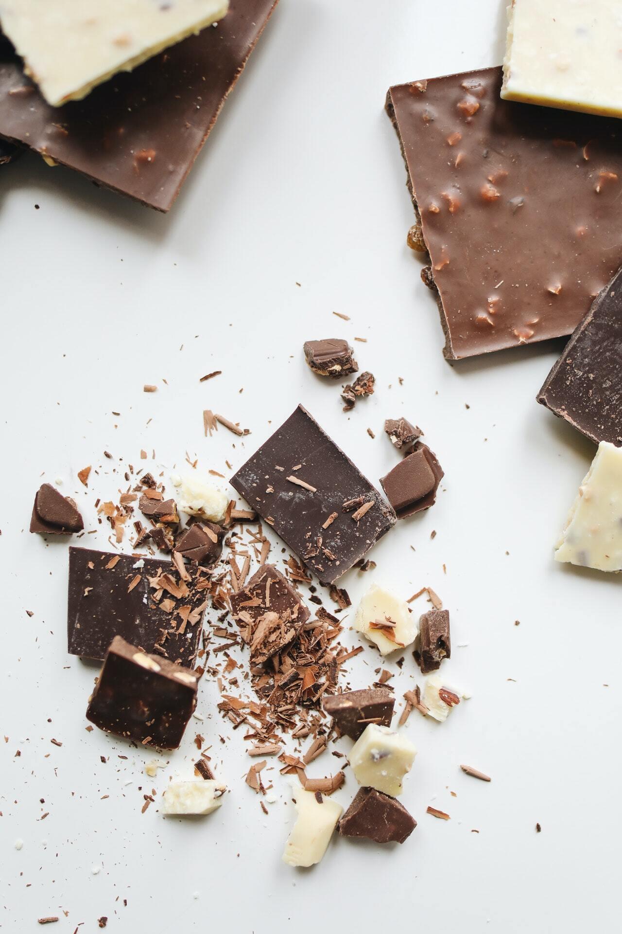 Шоколад не псується, навіть якщо має кірку