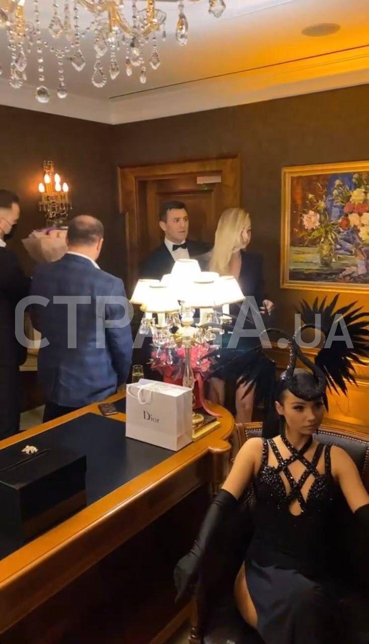 На вечеринке, организованной Тищенко, никто не соблюдал дистанцию