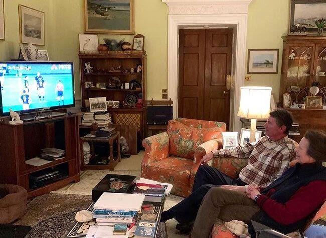 Принцесса Анна с супругом во время просмотра матча.