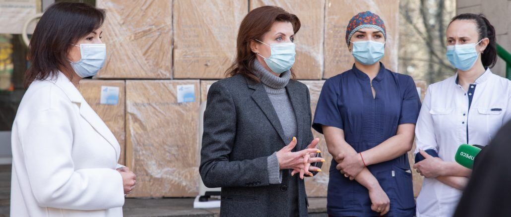 Марина Порошенко подякувала медикам, які продовжують рятувати людей